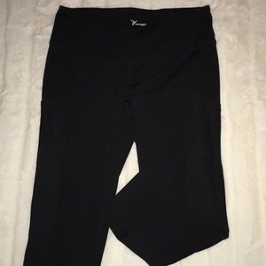 OLD NAVY ACTIVE CROPPED YOGAS